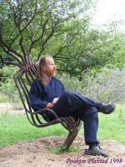 pete_in_garden_chair_01.jpg